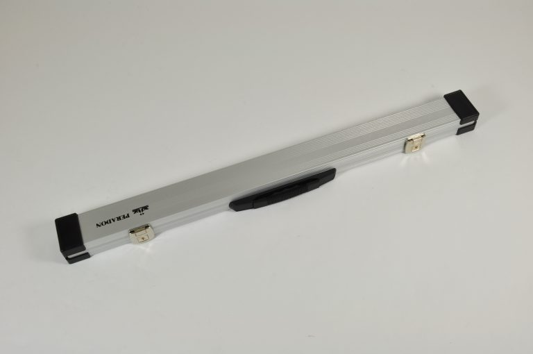 Aluminium cue case closed